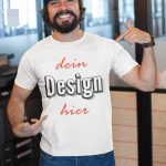 Mann mit bedruckbarem T-Shirt T-Shirt - Druck für Männer TeeFarm Schweiz