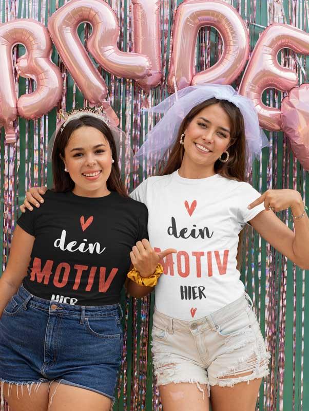 Beste Freundinnen am Jungesellinnenabschied mit selbst gestalteten T-Shirts
